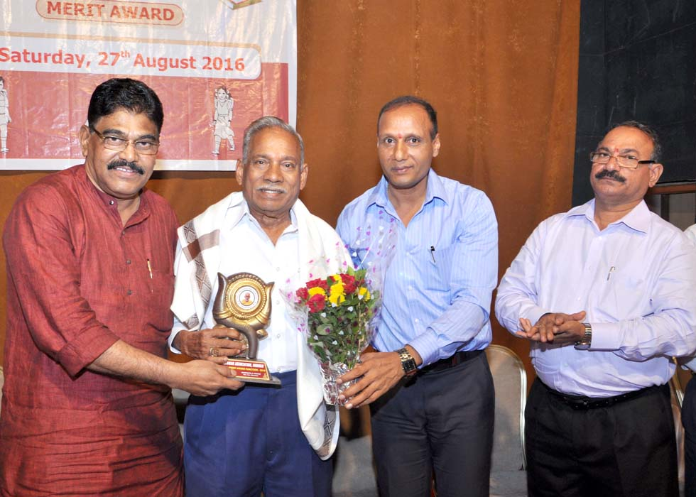 Guest of Honour Shri Rohiadas Bangera felicitated